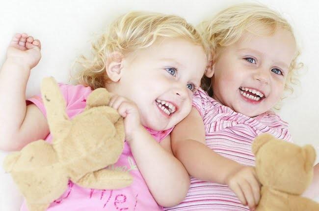 Tvillingarna foddes tva olika ar